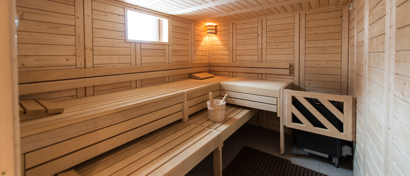 france_three-valleys-ski-area_val-thorens_hotel-and-residence-hameau-de-kashmir_sauna.jpg